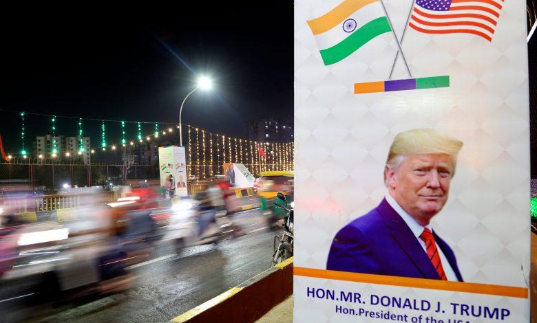 Photo of טראמפ פנה לקהל העצרת הגדול ביותר שלו עד כה בביקור מערבולת בהודו בתוך חיכוך סחר