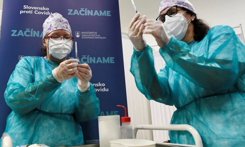 Photo of האיחוד האירופי יוצא לדרך במסע חיסונים המוני של COVID