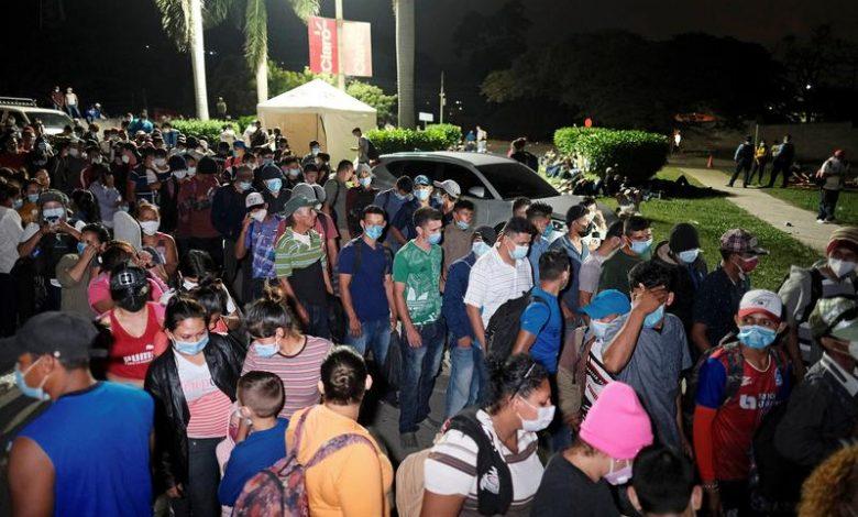 Photo of מאות מרכז אמריקאים מתכנסים לקרוון שמטרתם להגיע לארצות הברית