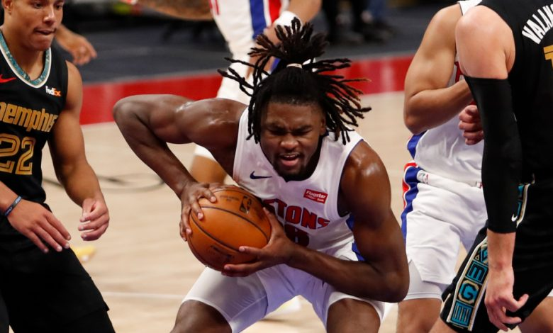 "Photo of בוכנות & # 039; ישעיהו סטיוארט סובל מפציעה בקרסול במחנה הכדורסל בארה""ב"